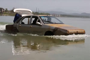 "This Guy In China Built A ""Boat-Car"" And Amazingly It Doesn't Sink"