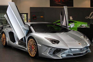 The Last Ever Lamborghini Aventador SV Has A Porsche Paint Job