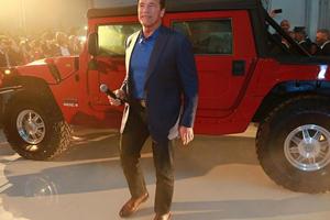 Arnold Schwarzenegger Shows Off World's First Electric Hummer H1