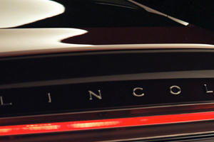 2013 Lincoln MKZ Concept Teased Ahead of Detroit