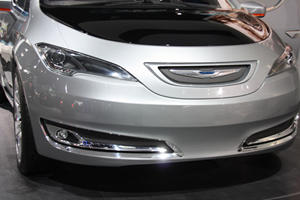 Chrysler 700C Concept Minivan Sneaks into Detroit
