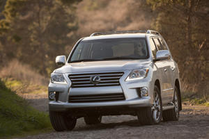 2013 Lexus LX 570 Gives Detroit a Lesson in Size, Luxury