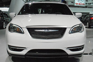Mopar Comes to Detroit via the Dodge Charger Redline and Chrysler 200 S