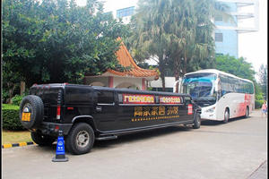Super-Stretched Hummer H2 Limo in Hainan, China