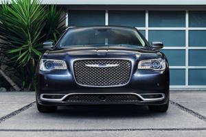 2018 Chrysler 300 Review