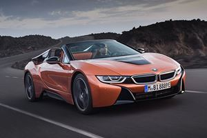 BMW i8 Roadster Finally Breaks Cover Alongside New i8 Coupe Facelift