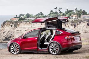 Mercedes Destroys Rented Tesla Model X