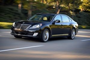 The Kia K900 And Hyundai Equus Are The Most Car You Can Get For $25,000