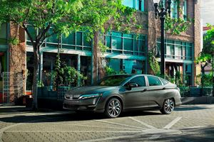 Honda Offers Affordable $199 Per Month Lease On Clarity Electric