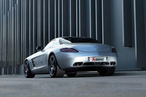 Video: Mercedes SLS AMG with Akrapovic Exhaust Sounds Boss