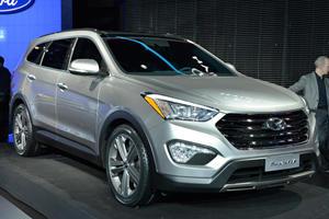 Hyundai Unveil Two All-New 2013 Santa Fe Models at NYC