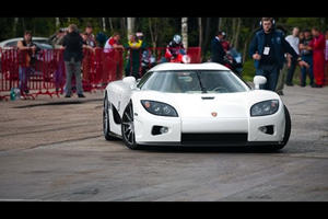 Video: Koenigsegg CCXF vs. Supercharged Dodge Viper