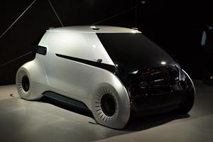 This Autonomous Concept's Futuristic Lighting Tech Could Save Lives