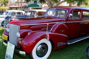 Luxury Car Evolution: 1938 Cadillac Series 90 V16