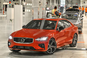 Why Is Volvo Losing Profit, Even Though It's Selling More Cars?