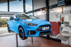 Ford Dealer Learns To Drive Stick On Customer's Focus RS