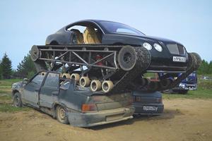 Crazy Russian-Built Bentley Tank Makes Glorious Return