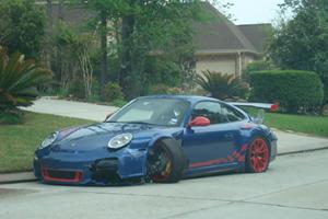 Porsche 911 GT3 RS vs. The Curb