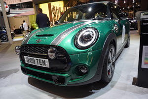 Mini Celebrates 10,000,000 Cars In Style