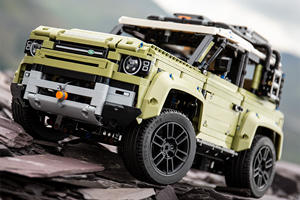 Land Rover Defender Looks Awesome In Lego
