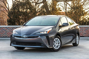 Toyota Extends Warranty On Hybrid Batteries