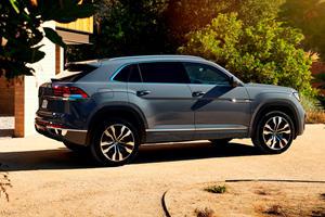 Compare Audi Q5 Vs Ford Edge Vs Volkswagen Atlas Cross Sport