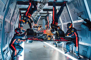 Red Bull Racing Performs World's First Zero Gravity Pit Stop