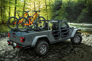 Jeep And Mopar Have Some Hilarious Holiday Gift Ideas