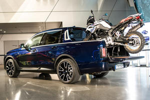 One-Off BMW X7 Pickup Truck Comes To Life
