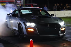 Watch A 1,000-HP Shelby GT500 Set A Quarter-Mile Record