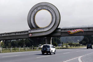 Hot Wheels Builds a Full-Scale Advertisement
