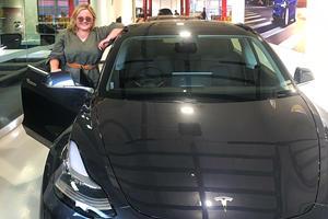 Tesla Model 3 Owner Trolls Clueless Car Thieves