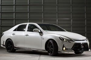 Toyota Reveals Mark X Carbon Concept in Tokyo