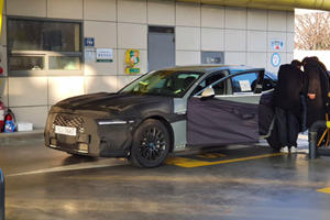 Genesis Caught Working On Brand New G90 Sedan