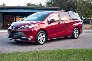 2021 Chrysler Pacifica Vs. 2021 Toyota Sienna: Minivan Wars