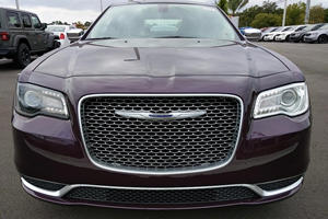 There's Something Seriously Wrong With This Chrysler 300