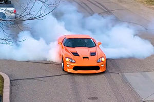 1,300-HP Twin-Turbo Viper Is An Epic Tire-Slayer