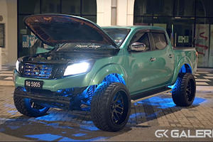 Modified Nissan Navara Looks Mean On 33-Inch Tires