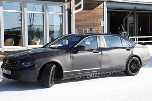 New Mercedes 600 Pullman Spied