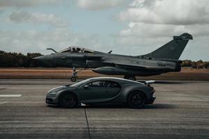 Watch The Bugatti Chiron Race A Fighter Jet