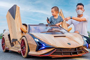 Man Builds Lamborghini Sian Roadster Out Of Wood For His Son