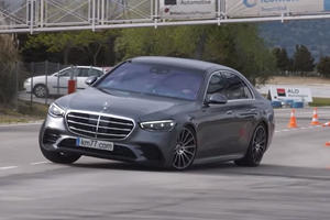 Mercedes S-Class Crushes A Much Smaller BMW In Moose Test