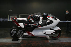 Carbon-Fiber Electric Motorbike Ready To Smash Land Speed Record
