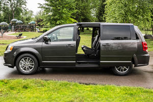 There's A Strange Problem With The Dodge Grand Caravan's Doors