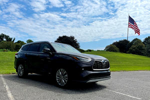 The Toyota Highlander Hybrid Is A Stellar Road Trip Vehicle With One Flaw