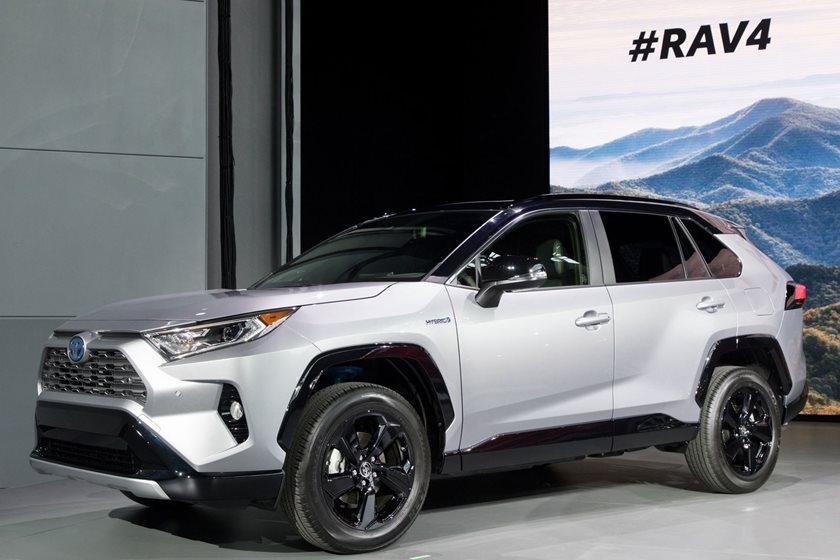 Rav4 Gas Mileage >> The 2019 Toyota Rav4 Hybrid Will Have A 600 Mile Range Carbuzz