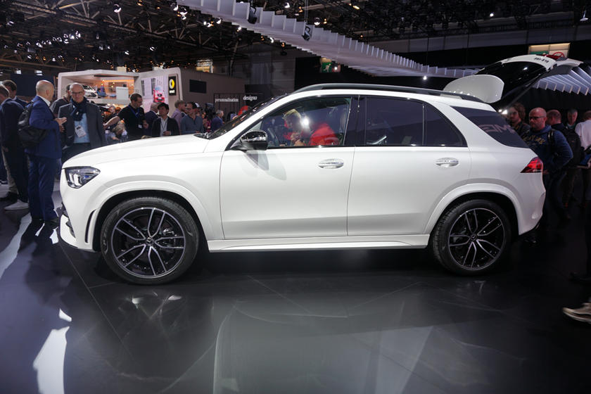 New Mercedes Suv >> All New 2020 Mercedes Benz Gle Suv Bows In Paris Carbuzz