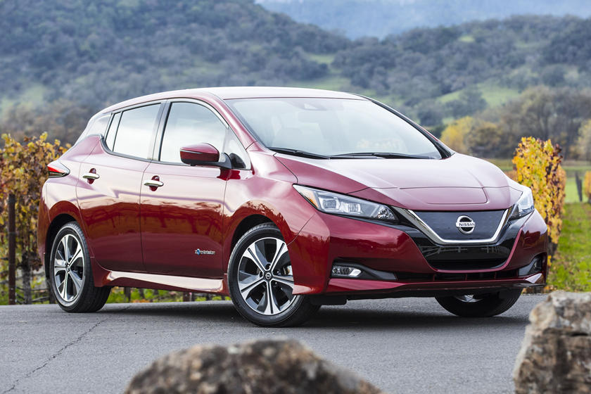 nissan leaf expected to cost 5 500 more with 60 kwh. Black Bedroom Furniture Sets. Home Design Ideas