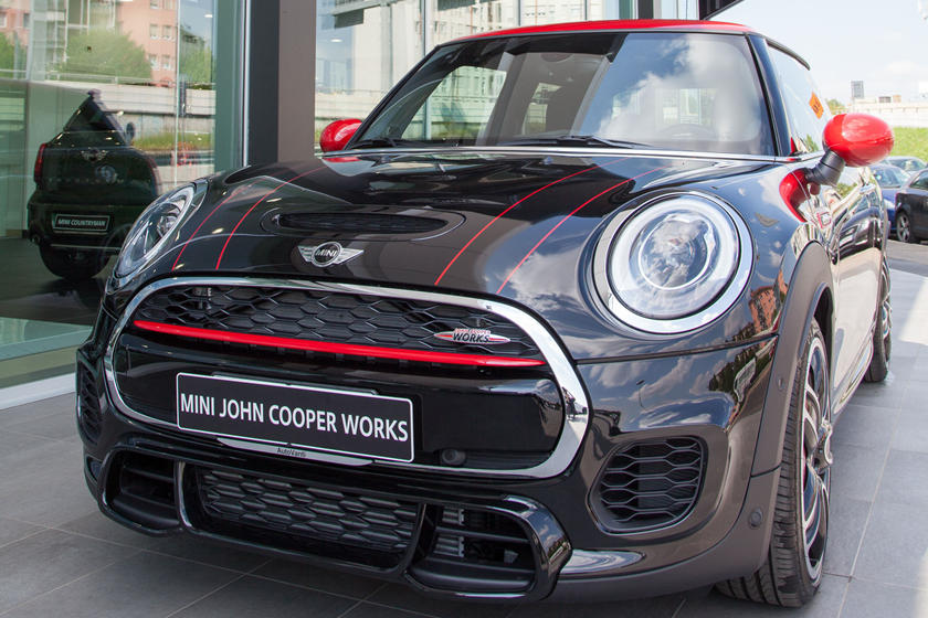 Mini Cooper Dealers >> Mini Dealers Could Retreat Into Bmw Showrooms Carbuzz