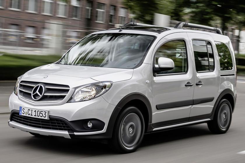 Mercedes Mini Van >> Mercedes Has A New Minivan In The Works Carbuzz